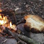 Brot backen am offenen Feuer